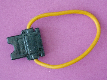 B785 - Fuse Holder Spade 4mm wire 1 only