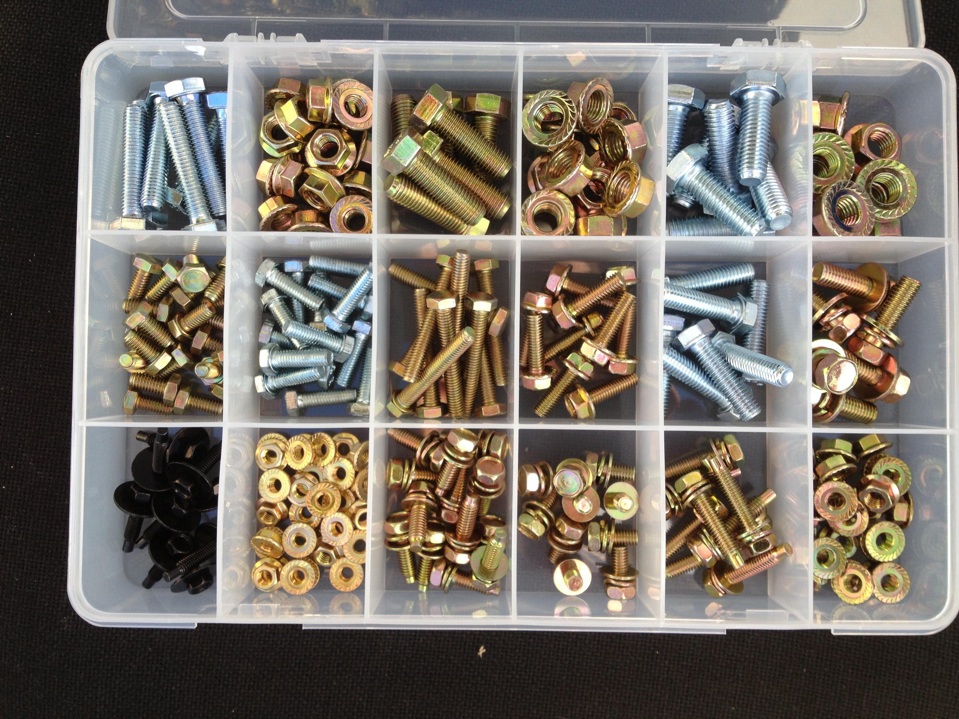 B1056 Kit - Metric bolts & nuts kit 18 compartment