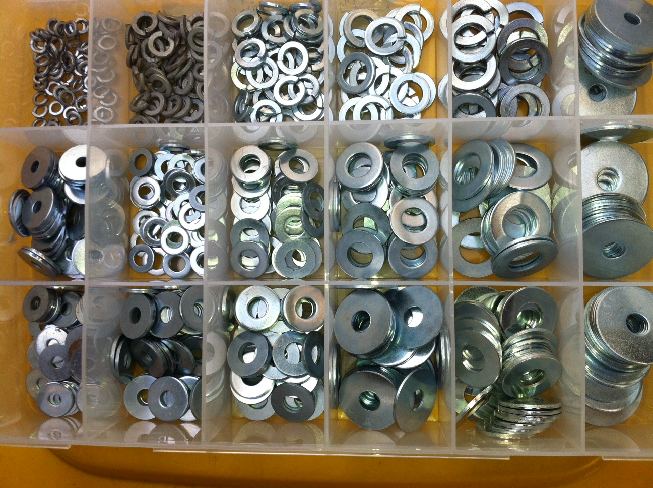 B1052 Kit - Flat/spring washer ascortment of 18 sizes